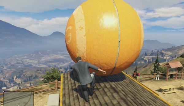 Большой оранжевый шар