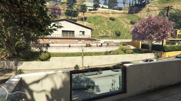 Магическое окно, обесцвечивающее людей и автомобили в GTA 5