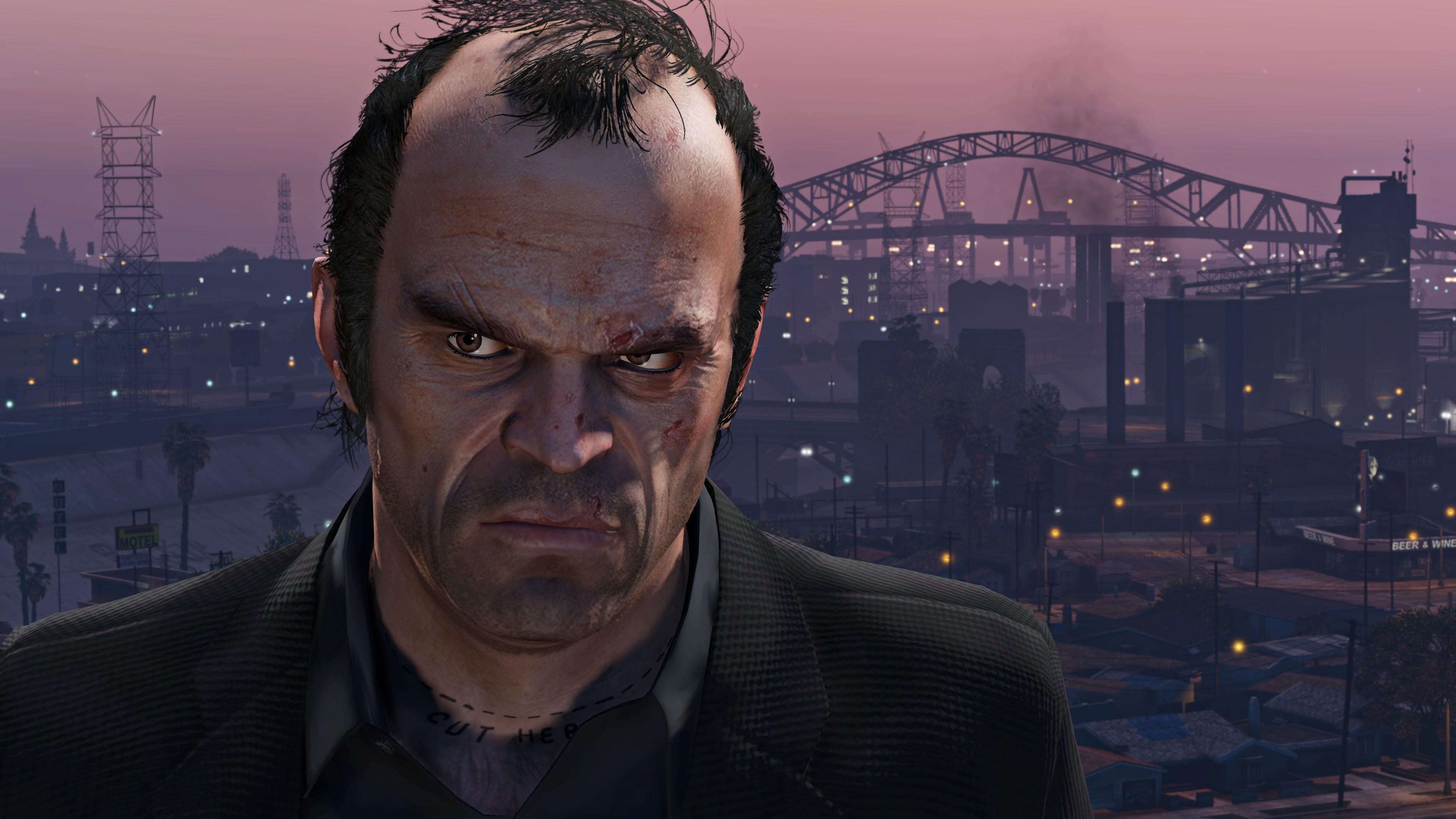 Персонаж в GTA Online в черных полосках